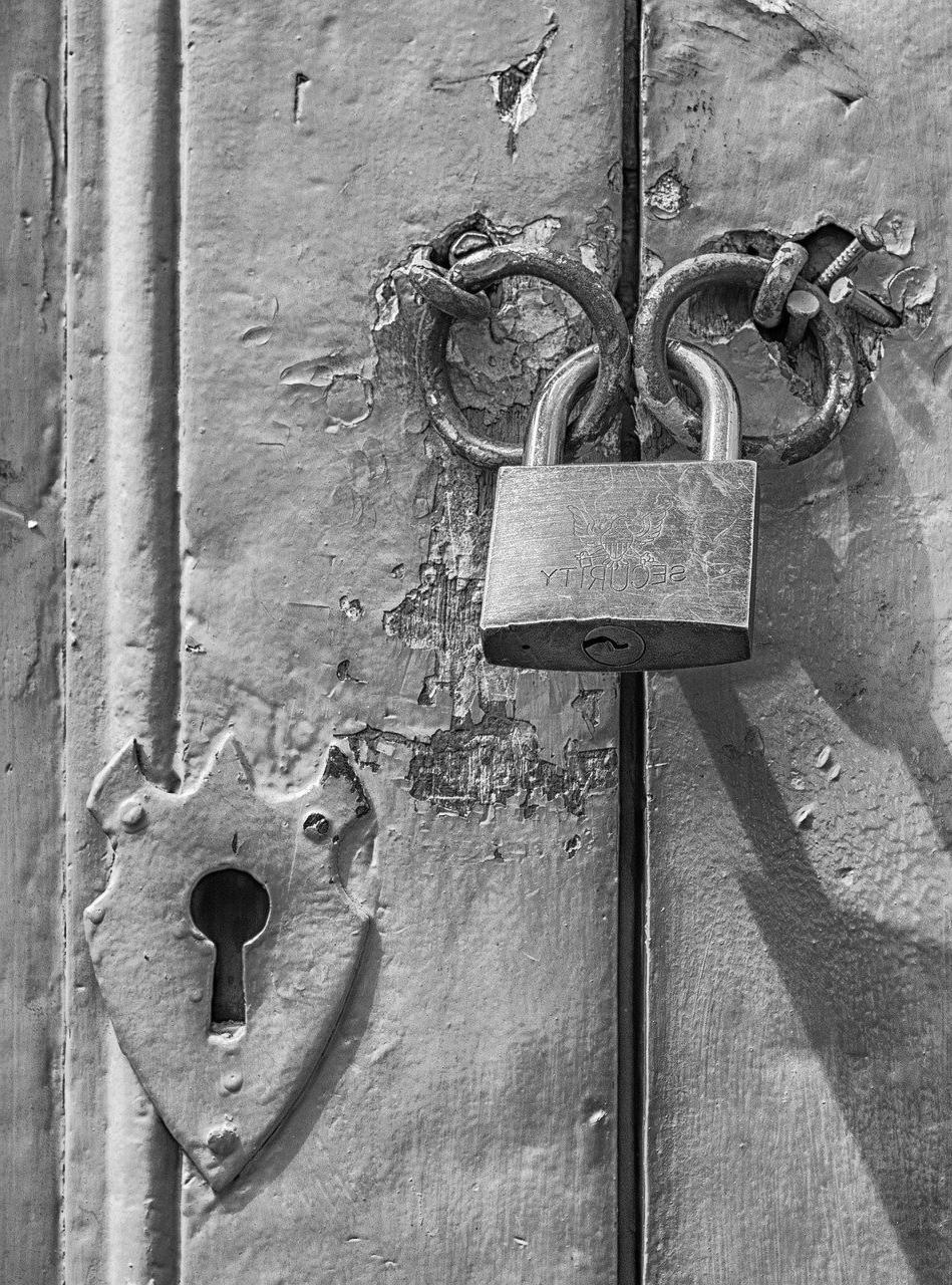 Comment faire pour réparer porte blindée qui grince à l'ouverture ?